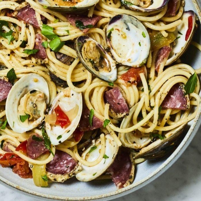 Spaghettis vongole au Salametti Cacio e Pepe
