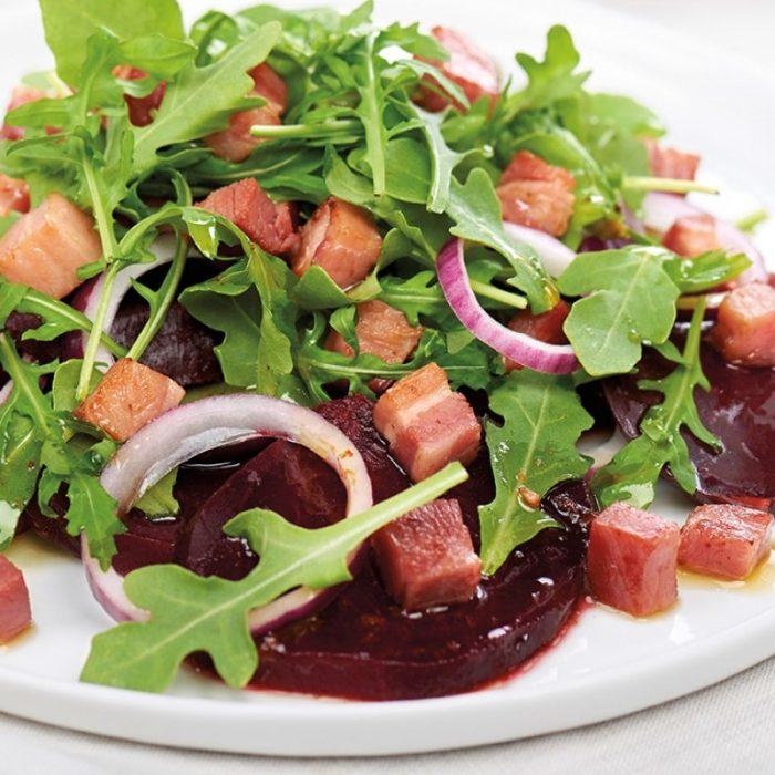 Salade tiède de betteraves et pancetta