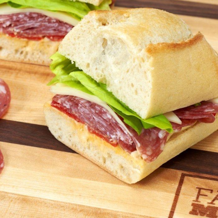Sandwich au Salametti Original et poivrons rouges rôtis